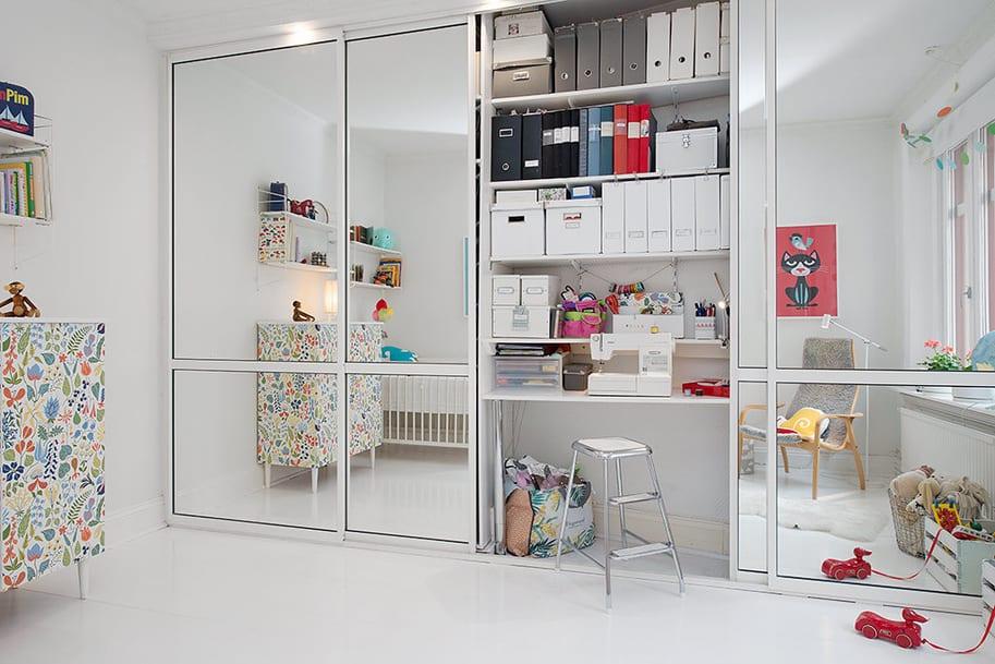 kreative ideen für Homeoffice im kleiderschrank und moderne kinderzimmer mit spiegelschranktüren