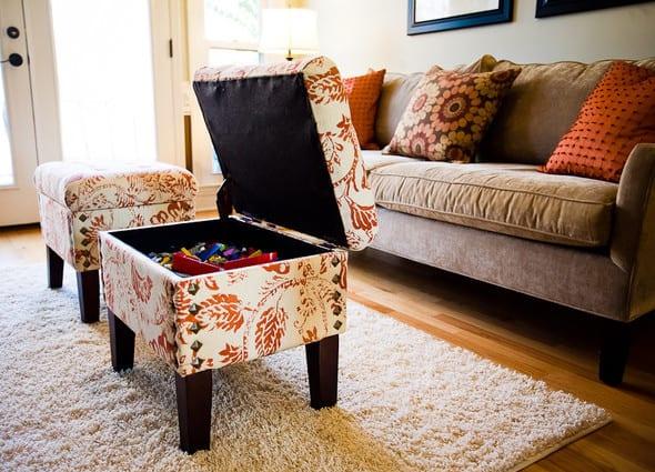 coole idee für einrichtung kleiner wohnzimmer mit Ottomanen als aufbewahrungsboxen und Kaffeetische