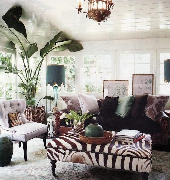 coole ideen für couchtische und farbgestaltung wohnzimmer in lila, weiß und schwarz