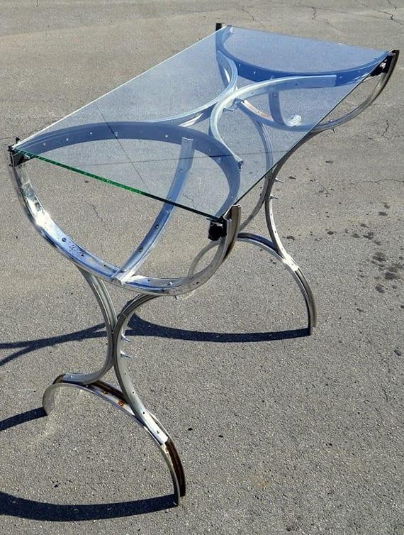 tisch selber bauen aus fahrradfelgen und glas als inspiration für moderne diy möbel