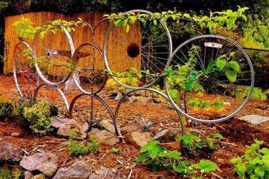 alte fahrradfelgen verwerten und ein schöner garten gestalten