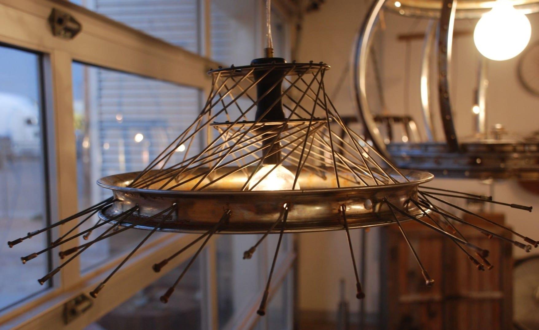 lampe selber bauen aus fahrradfelge und radspeichen