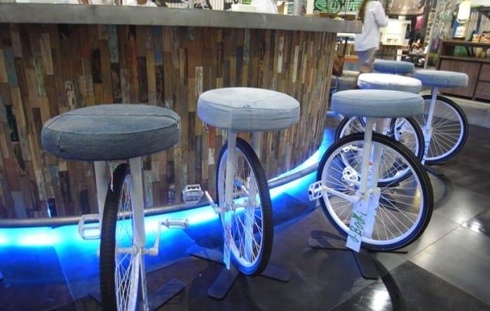 originelle idee für barhocker selber bauen aus fahrrädern mit pedalen