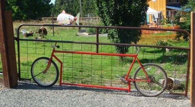 kreative recycling ideen für fahrräder als dekoelent der gartenzaun