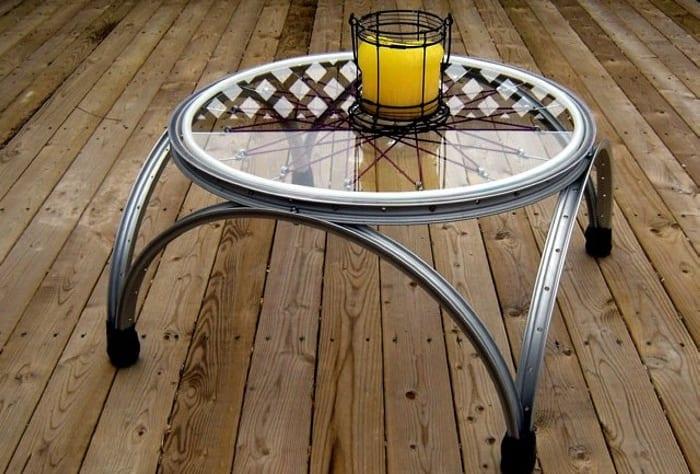 couchtisch rund selber bauen aus fahrradfelfen und glastischplatte als coole idee für diy möbel