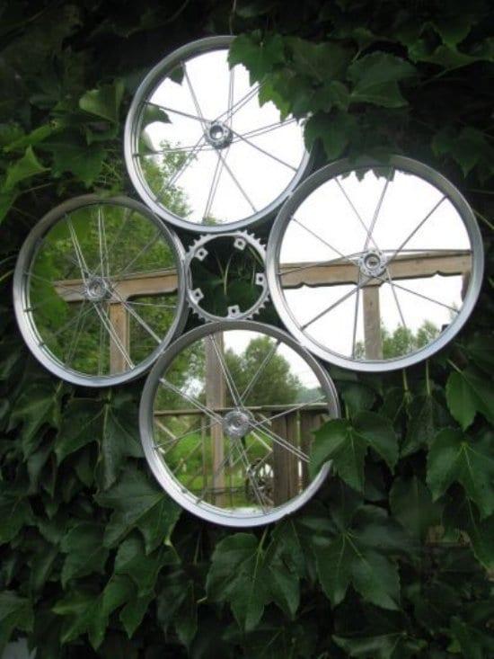 gartenmauer deko ideen mit diy spiegel aus fahrradfelgen