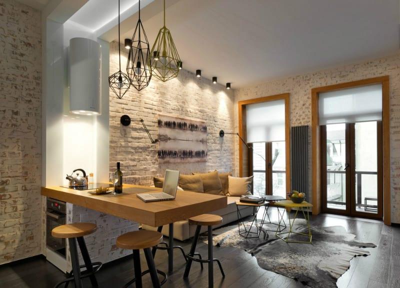 kleine wohnung mit weißen ziegelwänden modern einrichten mit mit kleiner kuche und auskragende kochinsel mit runden barhockern und modernen pendellampen und rundem Wand-Dunstabzugshaube weiß