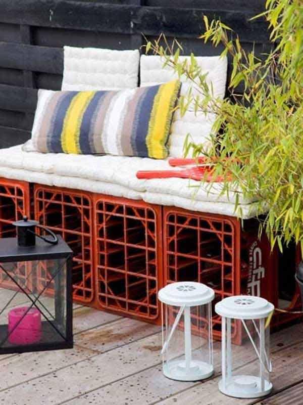 garten- und terrassengestaltung mit diy sitzbank aus flaschenkisten und polster