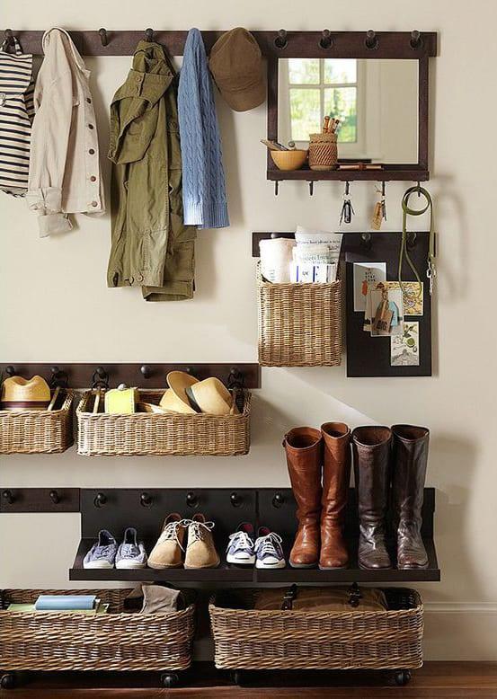flur modern einrichten mit DIY Wandregalen und Aufbewahrungsboxen