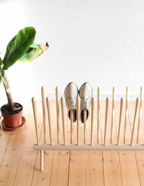 coole idee für Schuhaufbewahrung mit Holzschuhständer