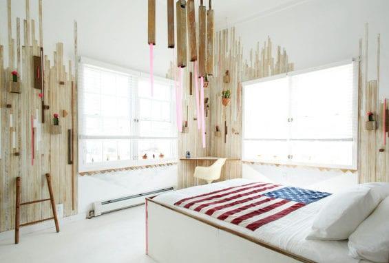coole schlafzimmer ideen für ausgefallenes schlafzimmer design mit holz und kakteen_schlafzimmer weiß mit eckschreibtisch und bettbezug weiß mit amerikanischer flage