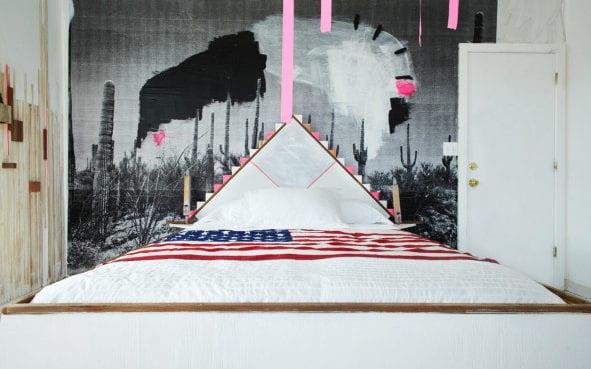 schlafzimmer inspiration für modernes schlafzimmer design und coole wandgestaltung mit schwarzweißer fototapete_weißes bett mit diy bett-kopfteil