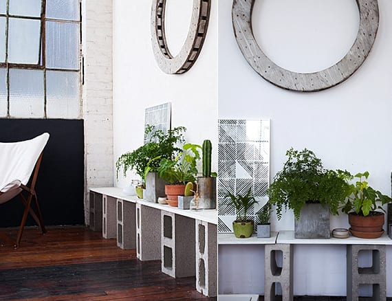 kreative diy möbel_moderne zimmergestaltung mit diy regal aus betonblöcken und weißen Platten