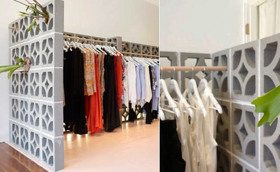 kreative schlafzimmer ideen mit trennwand und begehbahrem Kleiderschrank aus Betonblöcken