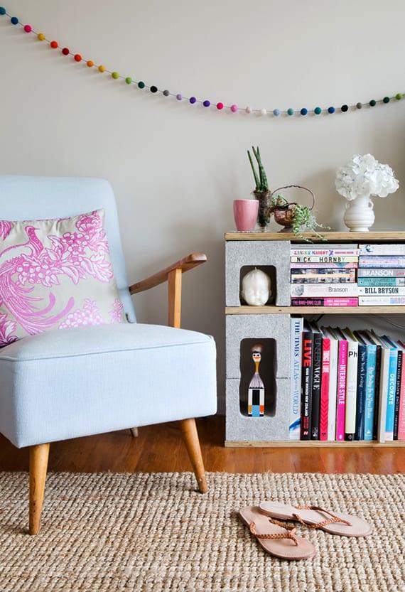 Bücherregal und tv-bank selber bauen aus betonblöcken und holzplatten_toole idee für diy möbel