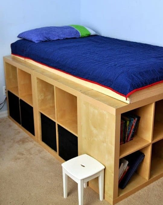 hochbett mit stauraum selber bauen aus ikea regalen als coole idee fürs kinderzimmer