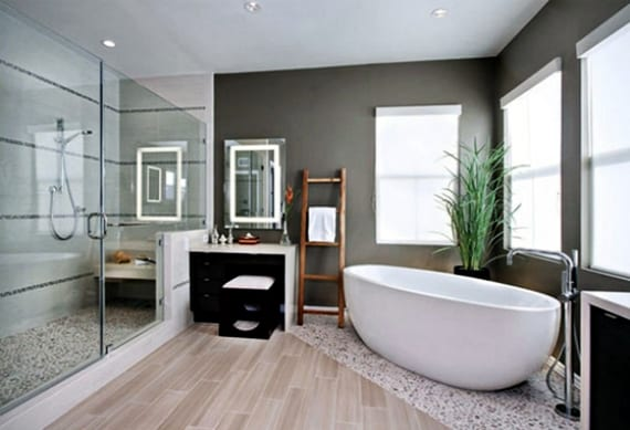 badezimmer idee für modernes bad mit dusche und badewanne, graue wandfarbe und terrakotta in holzoptik