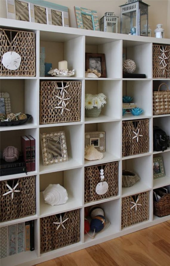 coole Dekoidee wohnzimmer mit Ikea Regal und Weidenkörben