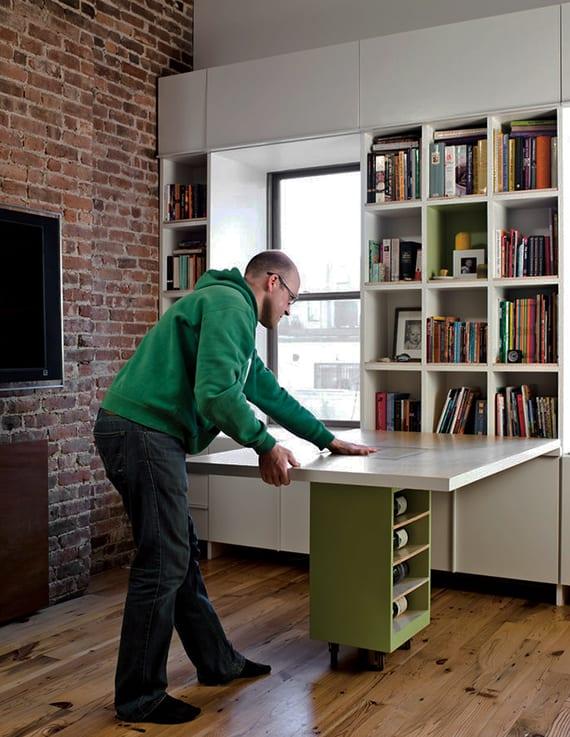coole wohnideen für kleines wohnzimmer mit bücherregal weiß und klapptisch