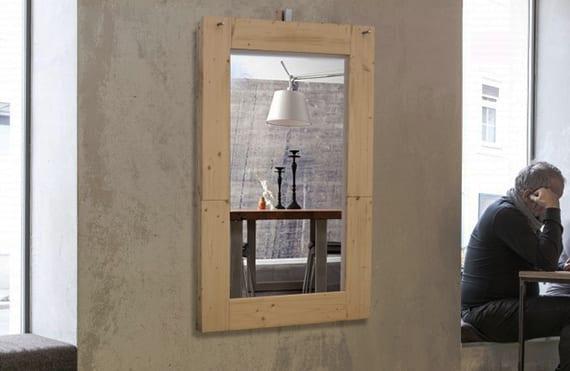 dekoideen für wand mit Spiegel und Holzklapptisch