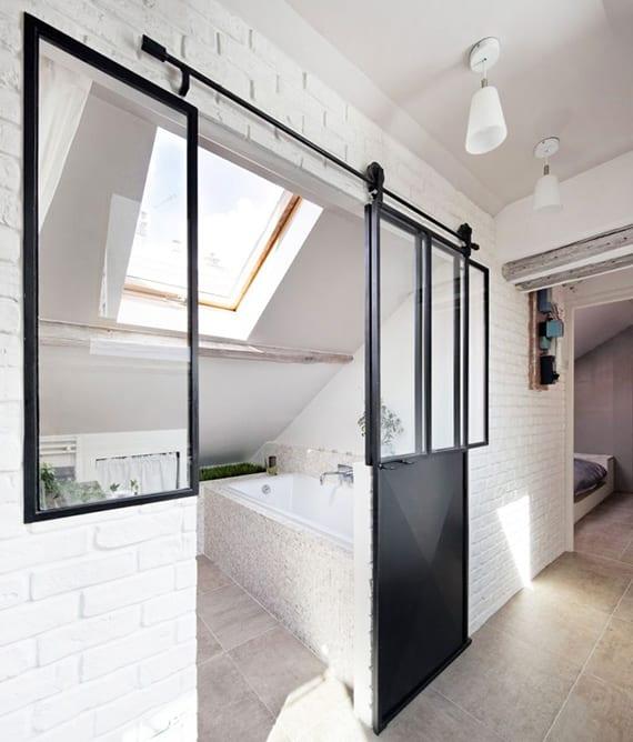 Coole Badezimmer Idee Für Kleines Bad Mit Dachschräge Und Verglasung Im  Industrial Styl Mit Schiebetür