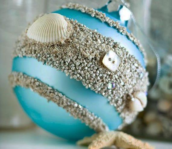 kreative bastelidee für diy weihnachtsdeko mit weihnachtskugeln