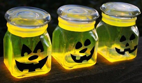 coole laternen zum halloween basteln mit leuchtstäben