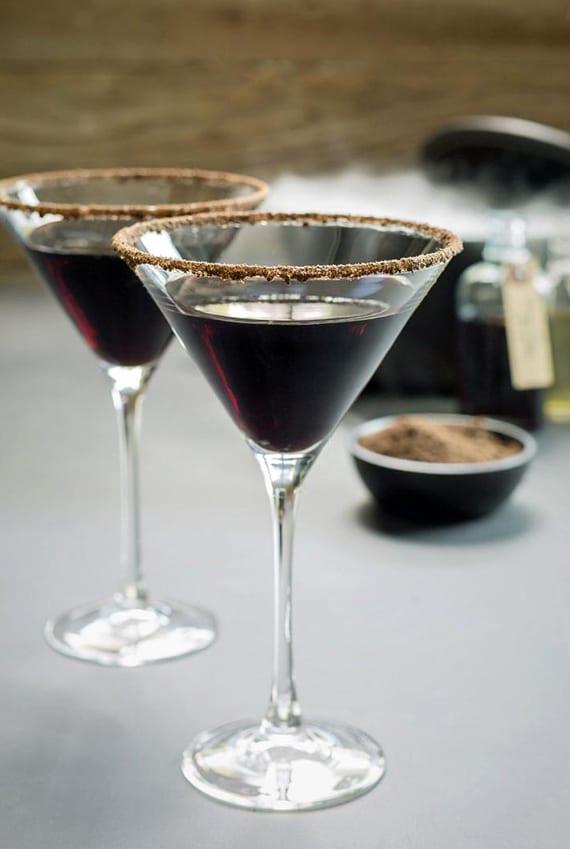 halloween cocktail rezepte mit schwarzem wodka für eine coole halloween party