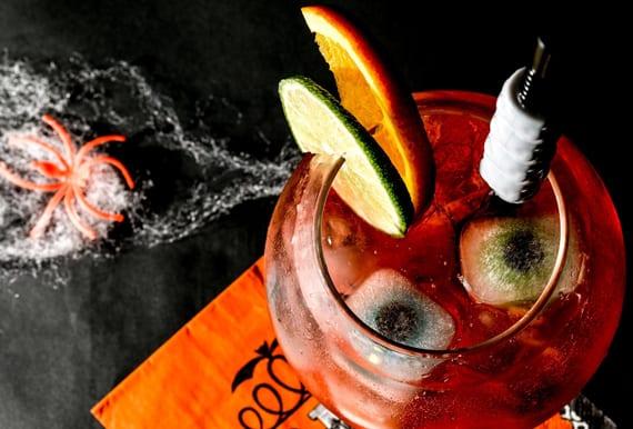 rezept für halloween cocktail mit gin, Gingerale und grenadine