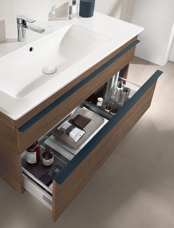 kleines gäste wc gestalten mit modernem und schlankem schrankwaschtisch aus holz mit schubladen