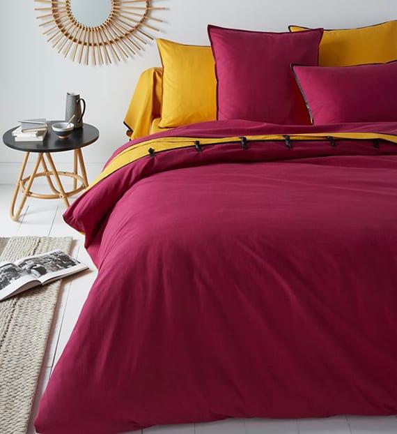 idee für farbgestaltung schlafzimmer mit zweifarbiger bettwäsche aus baumwolle_bettbezug mit schwarzer Satinpaspel und Knebelknöpfen