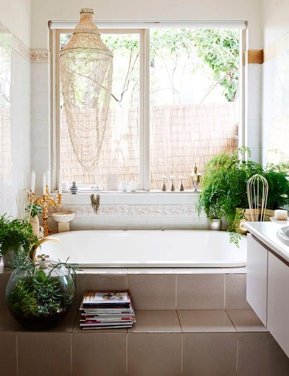 badezimmergestaltung in grün für kleines badezimmer mit im bodenversenkter badewanne