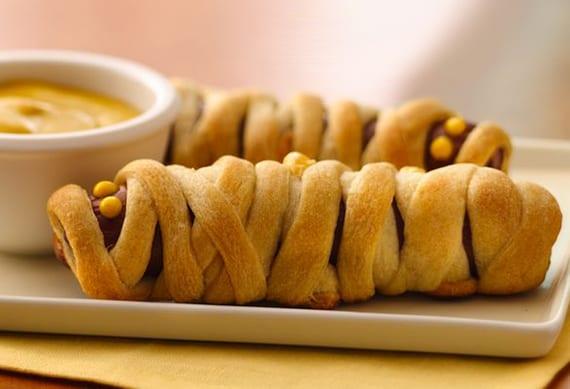einfaches halloween Rezept für Mumie-Hotdogs als idee für kinder party essen
