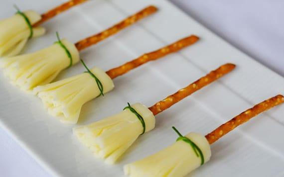 halloween häppchen mit käse und salzstangen für halloween party schnell vorbereiten
