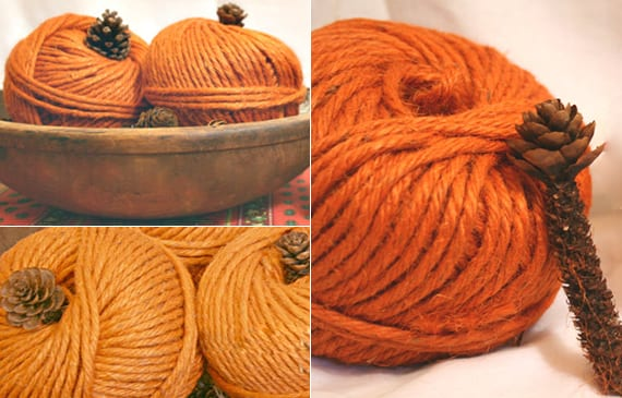 dekorative kürbisse basteln für den herbst mit orangem garn und fichtezapfen