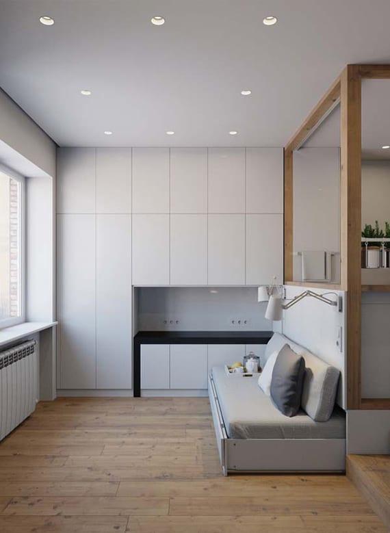 kleines city apartment modern einrichten mit eingebauten wandschränken und esstisch in wandnische_moderne raumtrennung zwischen kücke und wohnzimmer