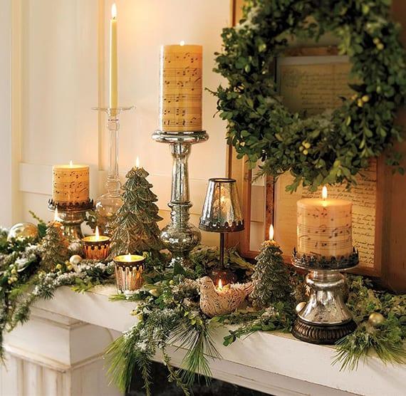 romantische weihnachtsdeko für festlichen kamin mit kerzen, silbernen kerzenhaltern, tannengrün und diy kranz aus buchsbaum