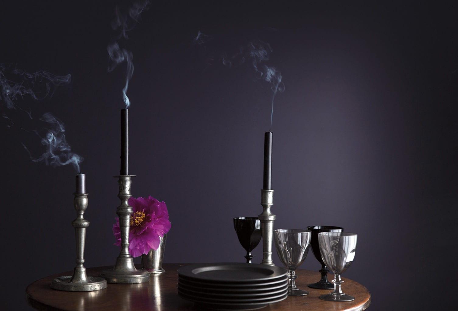 wandfarbe ideen in lila für moderne farbgestaltung der dunkler farbpalette