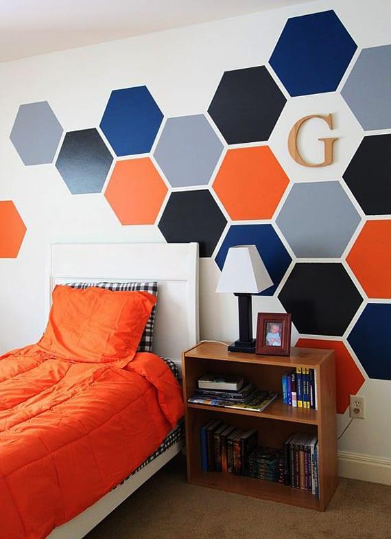 wand streichen ideen für jugendzimmer mit hexagon wandmuster in blau und orange