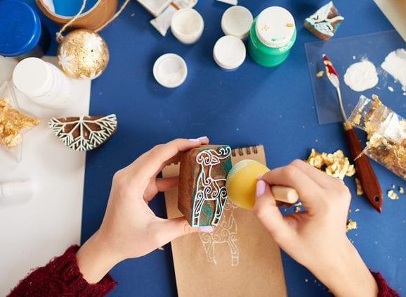 stilvolle DIY Weihnachtskarten gestalten mit weihnachtlichen Stempel-Abdrücken