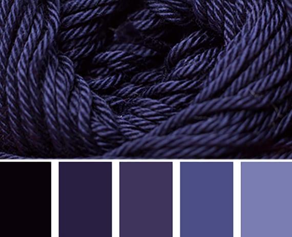 farbgestaltung durch die farbkombination von kalten lila farben