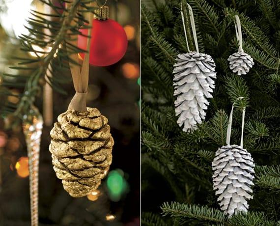weihnachtsbaum dekorieren mit zapfen-schmuck in gold und weiß
