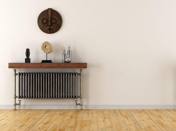 vintage heizkörper abdecken mit holzregal_coole wohnideen für raumdekoration mit alten heizkürpern