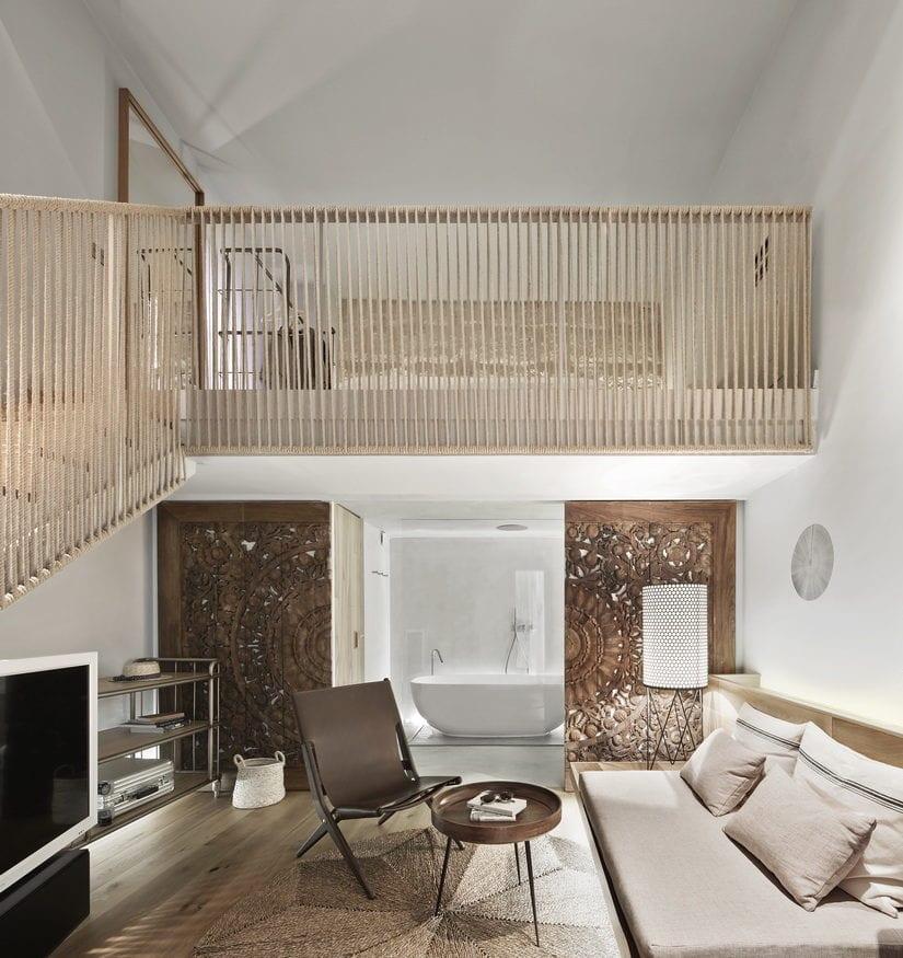 coole gestaltungsideen für bemerkenswerte Raumgestaltung vom studio mit mezzanine und modernem bad mit badewanne freistened und betonwänden