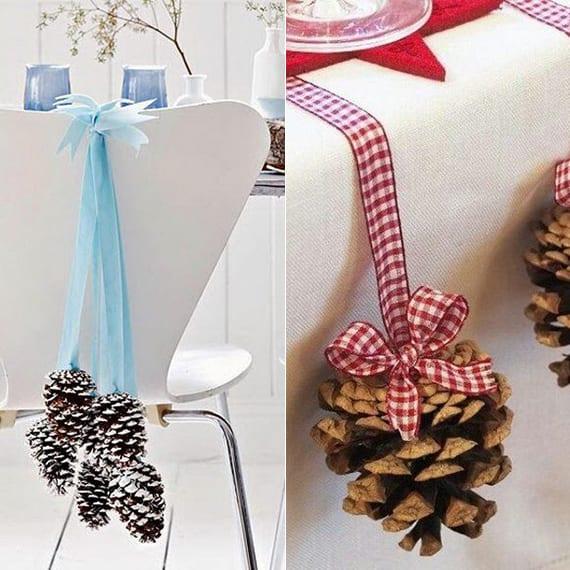 weihnachtliche Stuhldeko und tischdeko mit Zapfen und farbigen Bändern