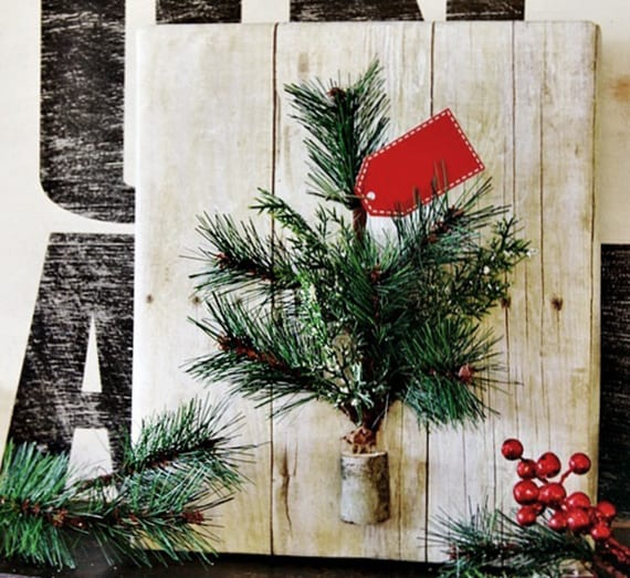 geschenke einpacken mit geschenkpapier in holzoptik und diy tannenbaum aus Tannenbaumgrün und Holz