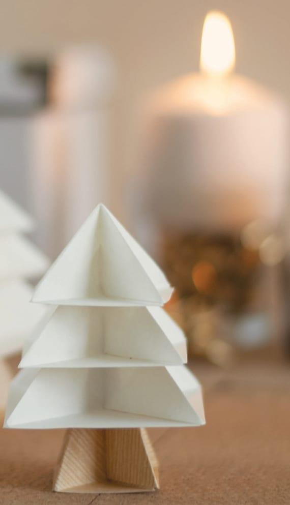 moderne weihnachtsdeko Idee mit diy Origami Tannenbaum