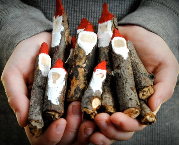dekoideen zu weihnachten und Nikolausfest mit diy Weihnachtsmännern aus zweigen