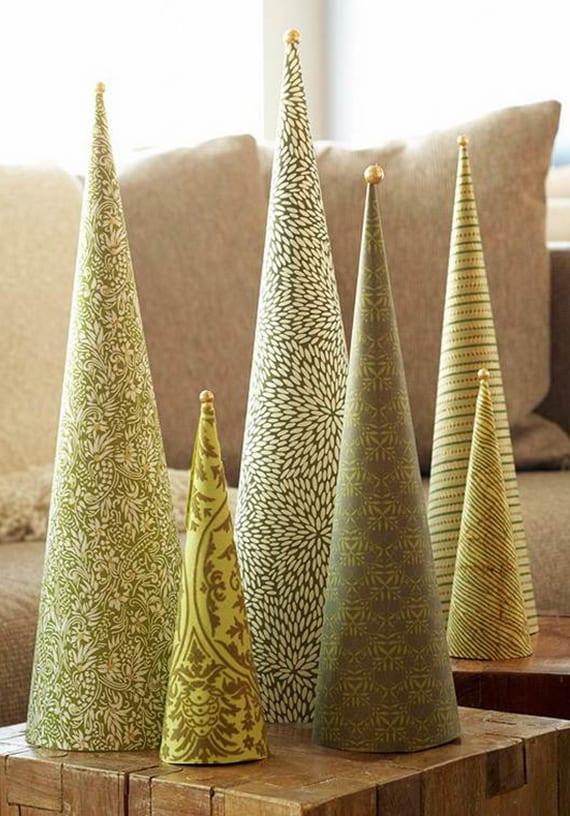 coole weihnachtsdeko in gold mit diy Tannenbäume-Kegeln