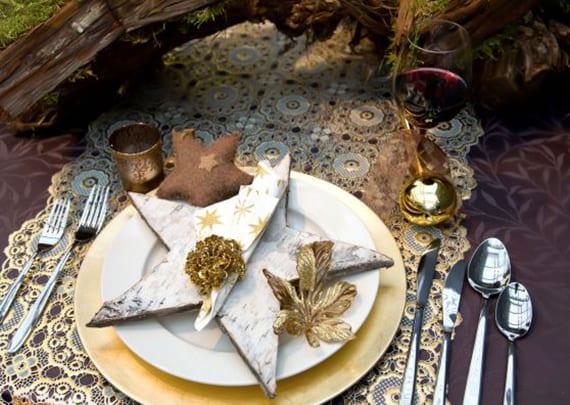 servietten falten weihnachten und platzteller dekorieren mit Holzstern